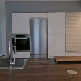 Lackfront Akazienarbeitsplatte, edle Italienische Designküchen Bonn