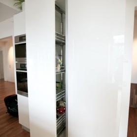 Lack Front + Theckenbrett aus Akazie,Italienische Küchen Bonn