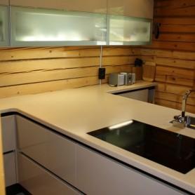 Italienisches Design trifft Holzblockhaus